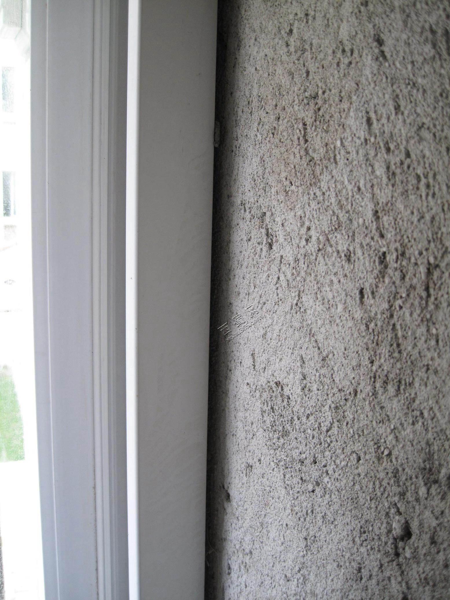 客厅塑钢门安装缝隙偏大,而且没有填充满