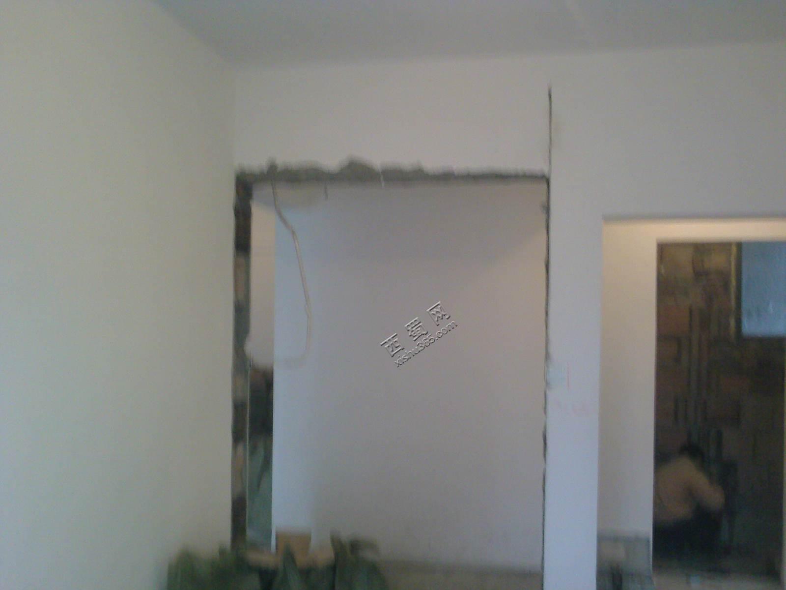 把衣柜做到墙里面,利用240cm空间