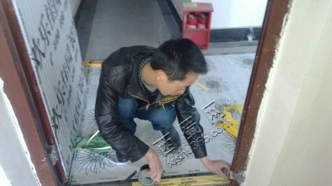 项目经理在保护门