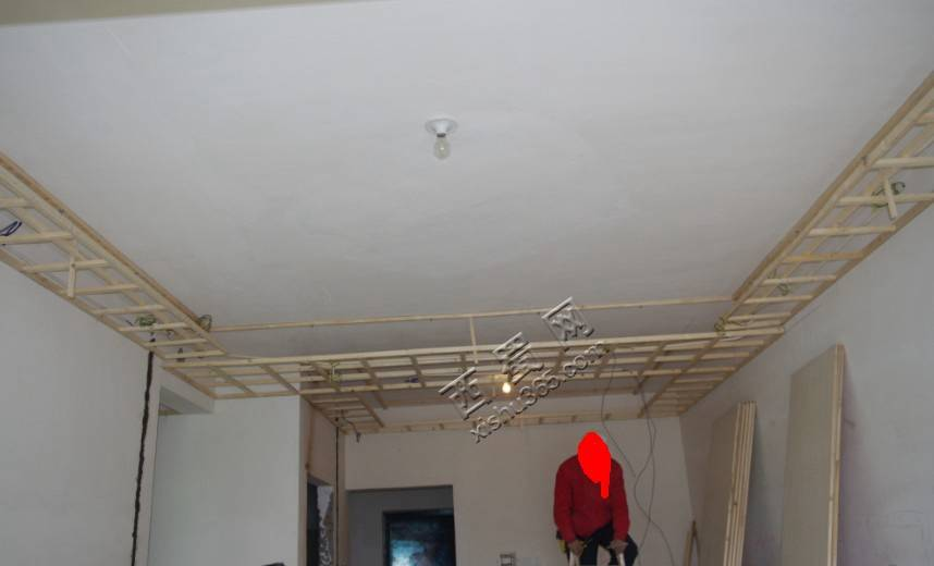 吊顶架子已经做好,电工布线