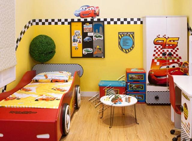 小汽车是不少男孩子的所喜爱的,不少男孩小时候也许都会有过成为司机的愿望。这个房间.jpg